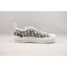 DR B23 Low Top Sneaker